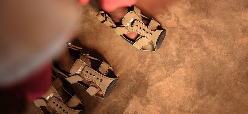 Rostoucí boty pomáhají chudým dětem v rozvojových zemích
