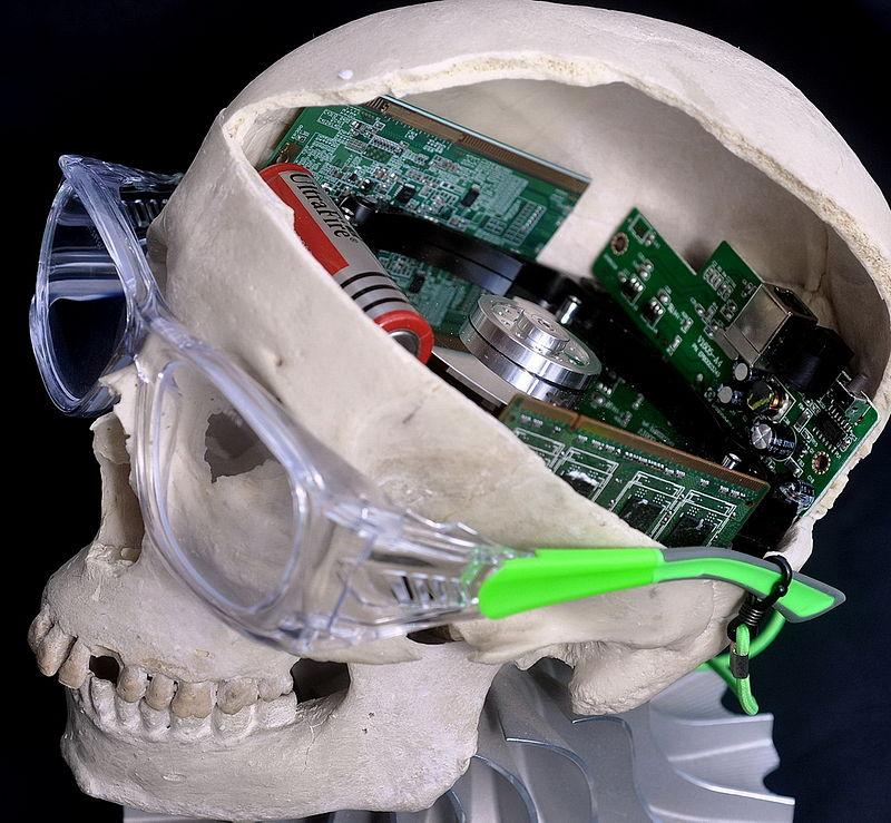 Muskova firma se pokusí propojit lidský mozek s počítačem