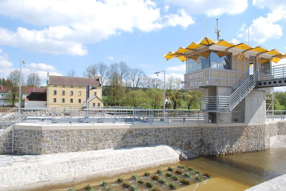 Hněvkovická plavební komora umožní menším lodím cestovat po Vltavě