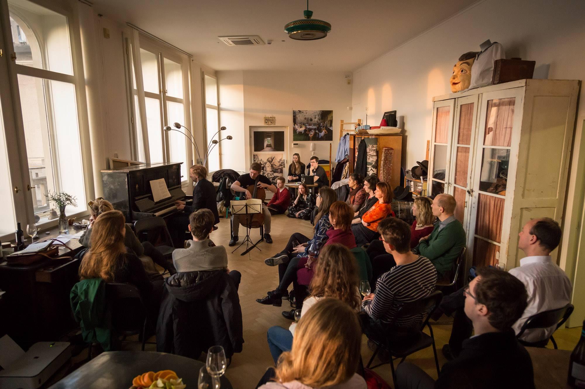 Český projekt pořádá koncerty vážné hudby i v obývácích