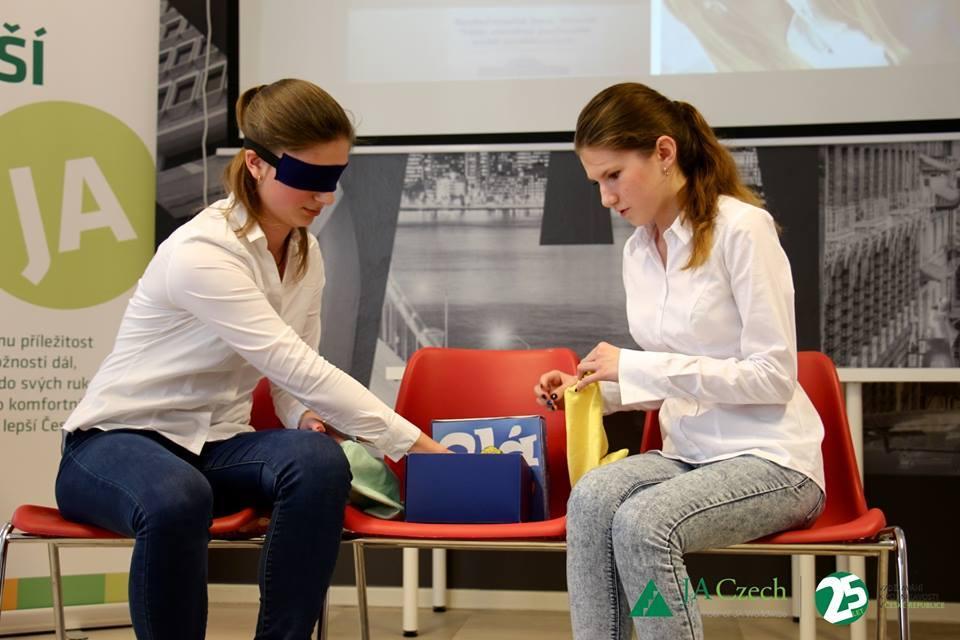 Studentská hra OLÁ boří bariéry mezi nevidomými a zdravými