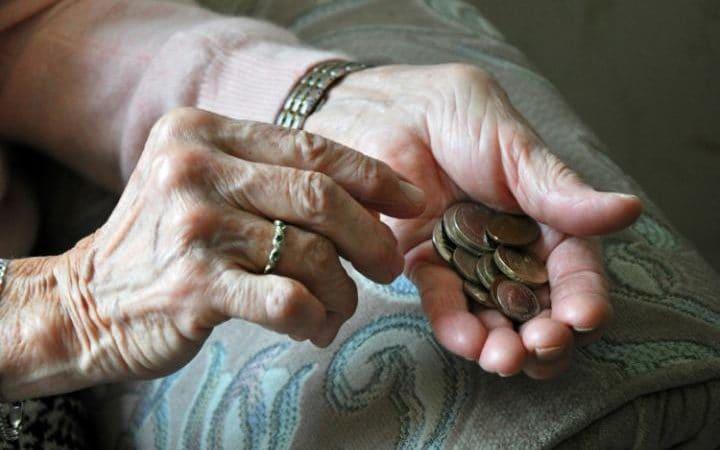 Důchodci si přijdou na více peněz. Penze jim porostou rychleji