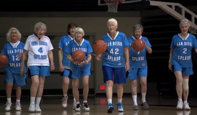 Věk je jen číslo: Ameriku okouzlily osmdesátileté basketbalistky