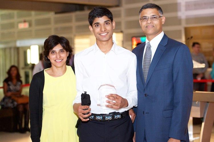 Osmnáctiletý chlapec vymyslel přístroj, který pomáhá slepým orientovat se v prostoru