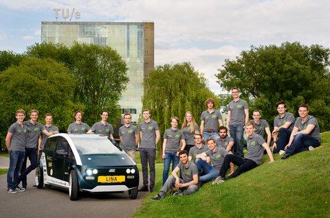 Nizozemští studenti představili první auto složené z bio součástek