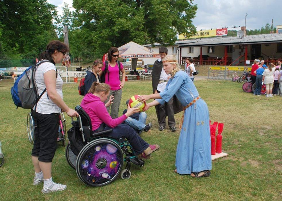 Projekt Ruku v ruce pomáhá s integrací handicapovaných dětí