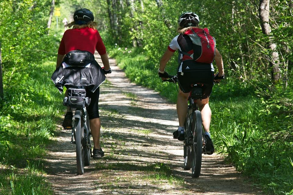 Středočeský a Plzeňský kraj propojí brdskými cyklotrasami Prahu s Plzní