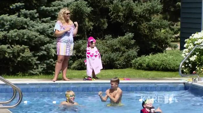 Vdovec postavil na své zahradě bazén pro děti ze sousedství