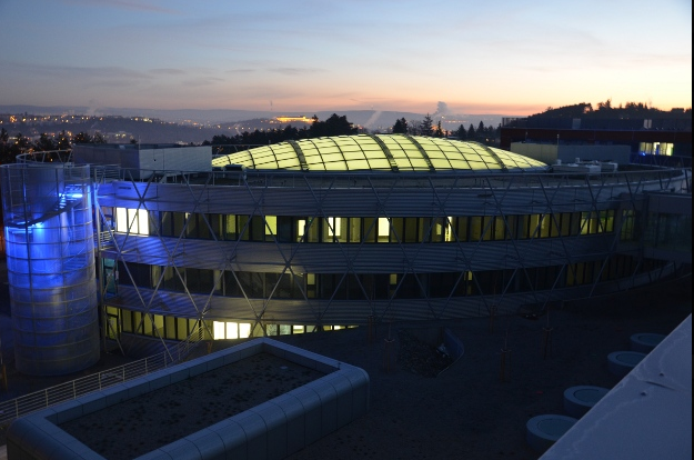 Vědci v Brně využívají speciální keramiku pro kloubní náhrady