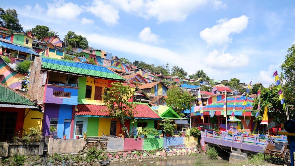 Rezidenti dali svému městu duhovou podobu