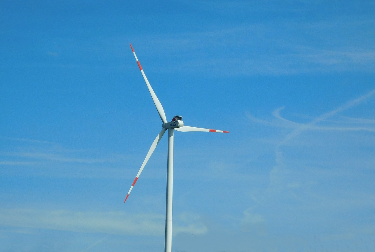 Ve Skotsku zahájila provoz první plovoucí větrná elektrárna