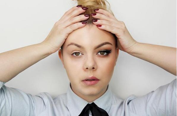 Nový trend líčení poloviny obličeje odhaluje skutečnou krásu žen