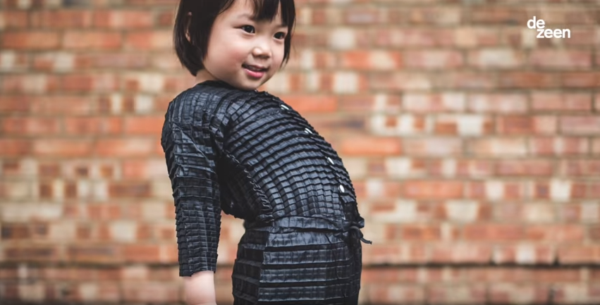 Designer vymyslel oblečení, které roste spolu s dítětem