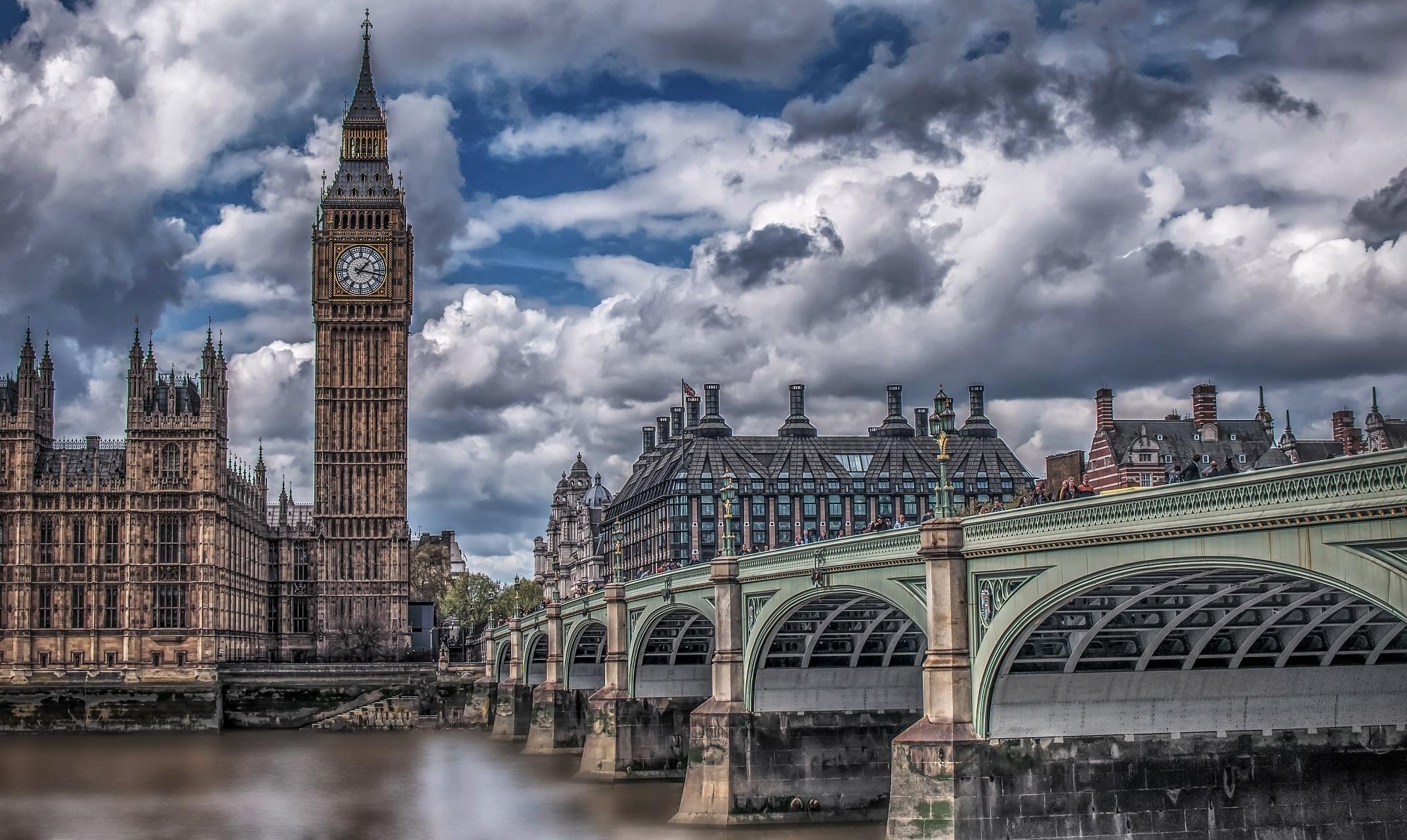 Britové rádi dávají peníze za věci, které jsou prospěšné pro společnost