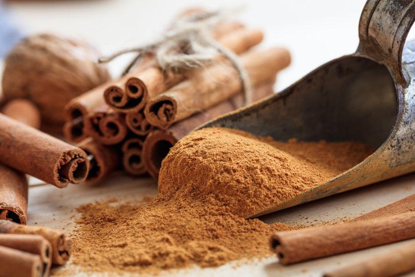 Skořice pomáhá spálit zásoby tuků