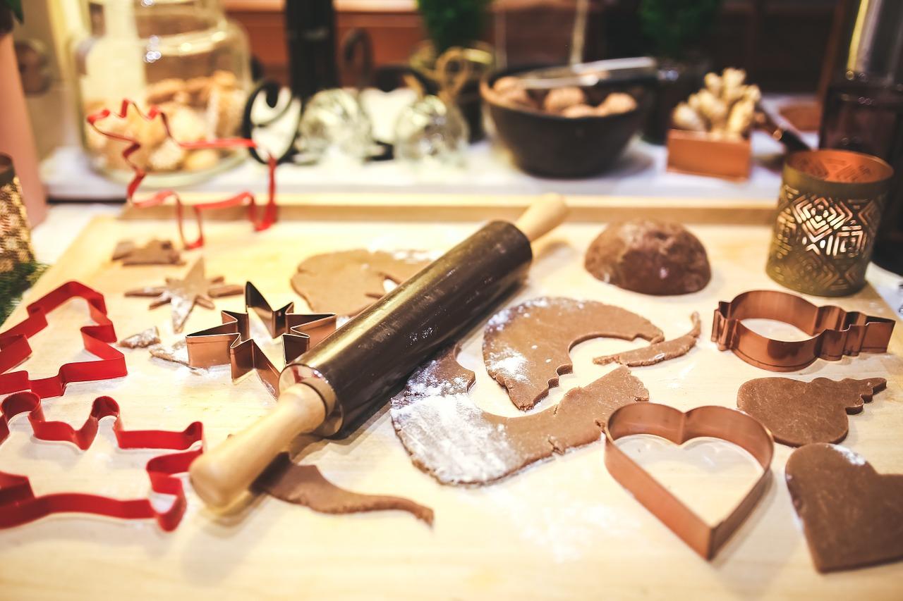 Společné pečení vánočního cukroví pomůže potřebným