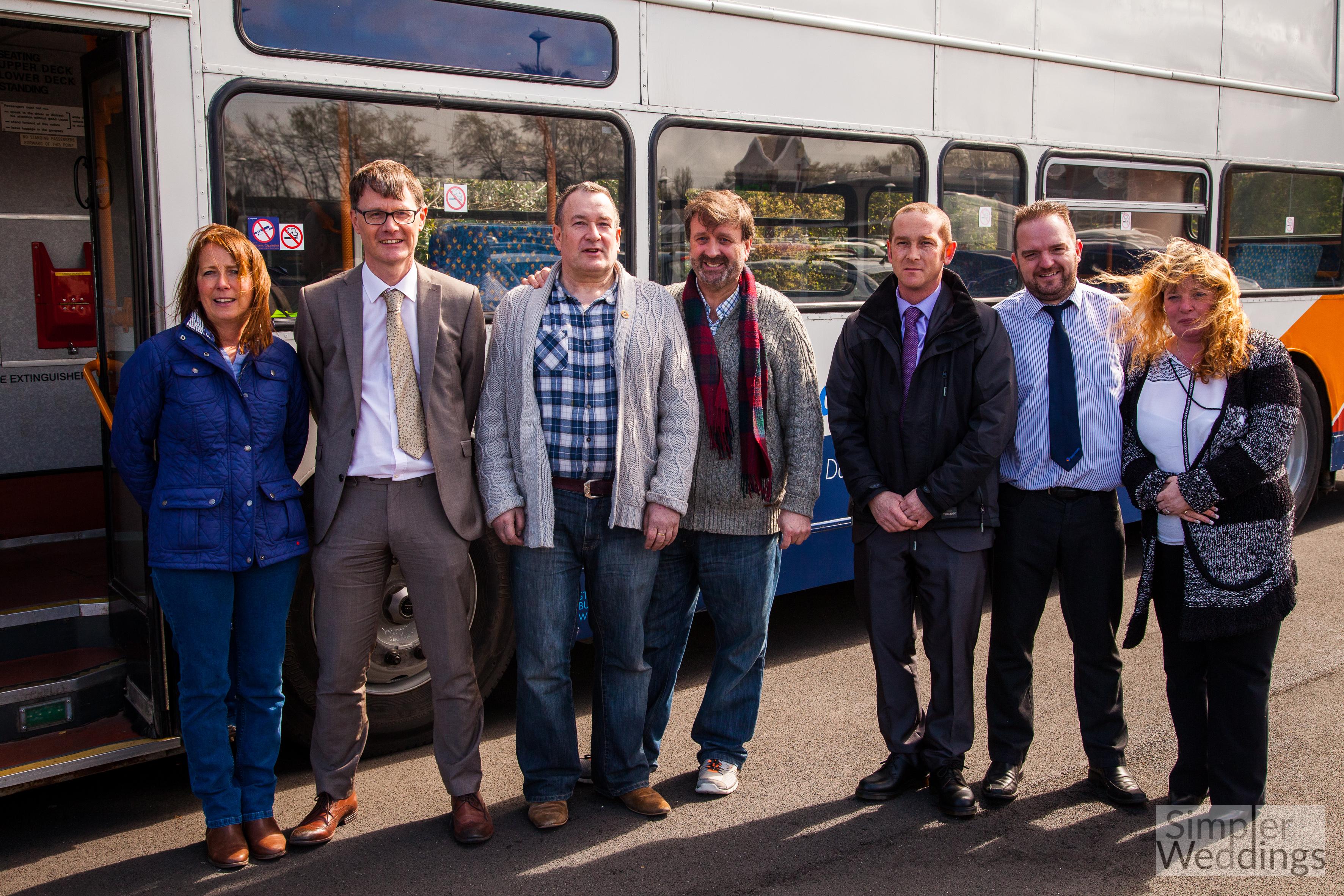Ženy proměnily starý autobus v útočiště pro lidi bez domova