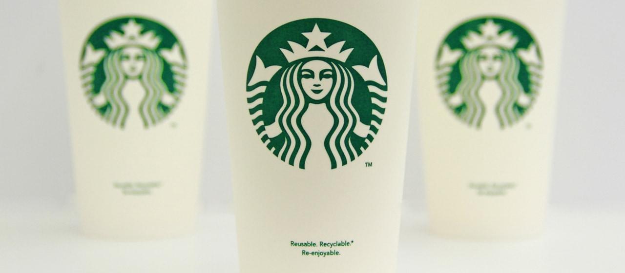 Starbucks v Londýně na zkoušku zpoplatní své kelímky