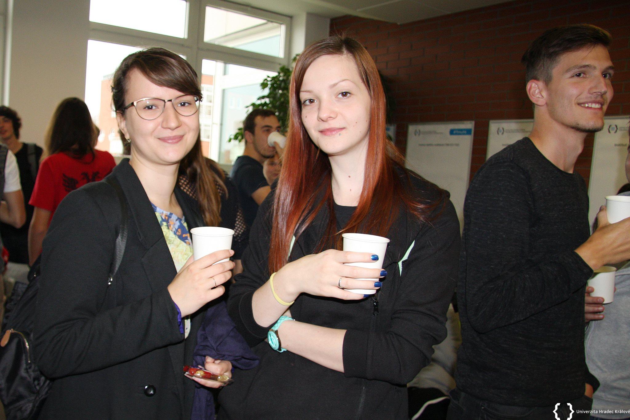 Studenti v Hradci Králové mají perlivou i neperlivou vodu zdarma