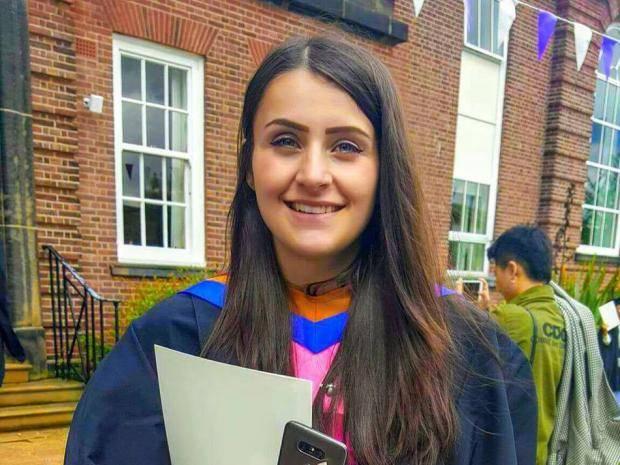 Studentka dostala peníze od cizince, který se dozvěděl o jejích finančních potížích