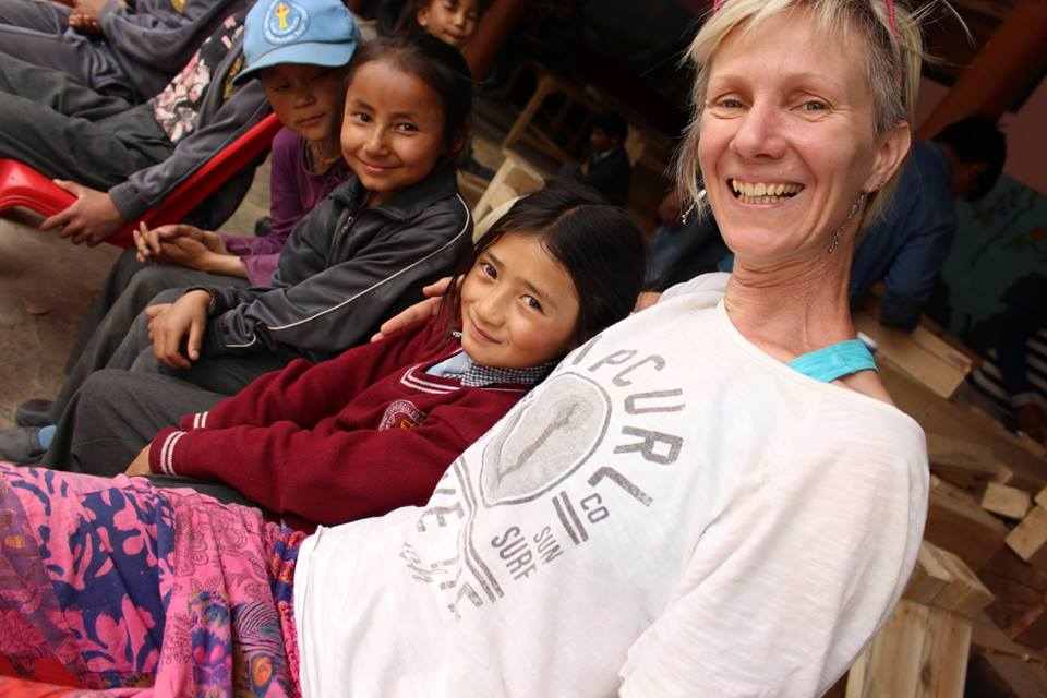 Indická škola v Himálajích může díky Čechům vyučovat i v zimě