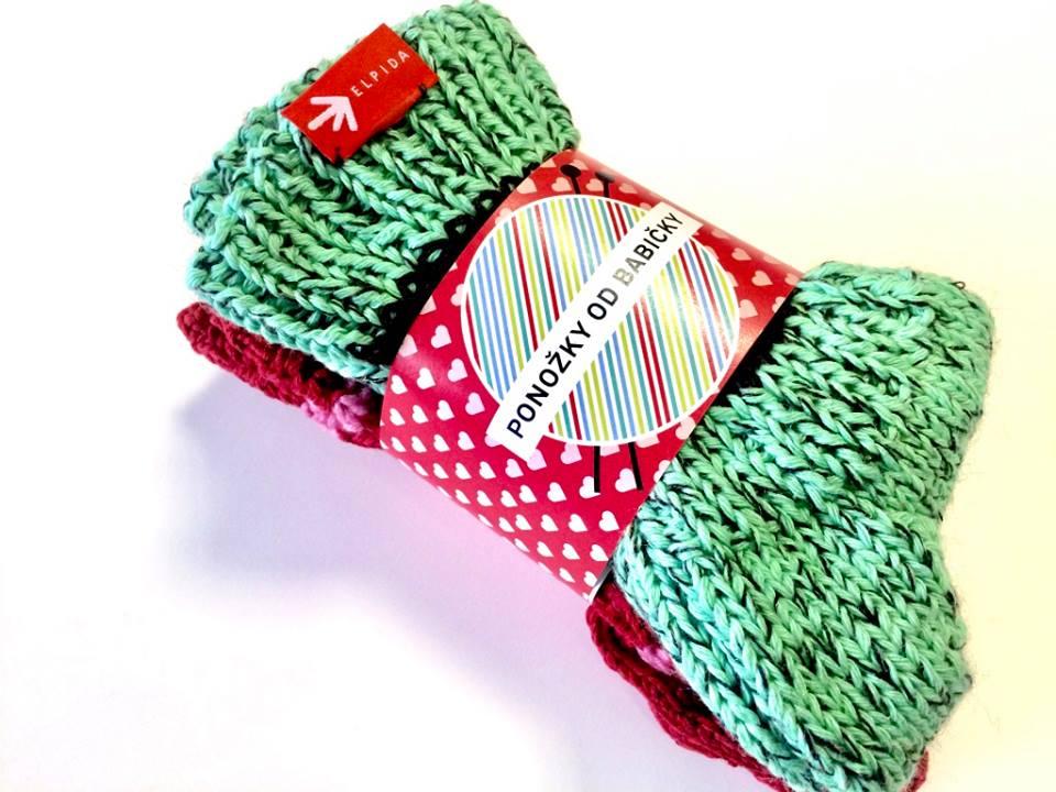 Ponožky od babičky vytvořily zamilovanou valentýnskou edici