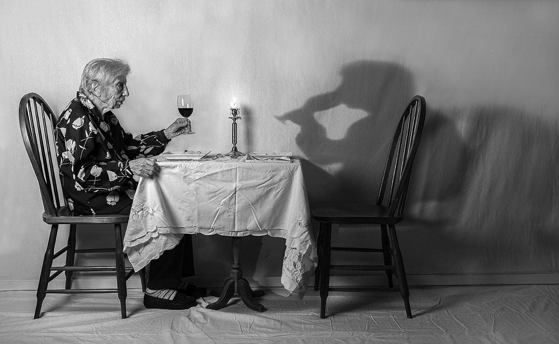 Syn díky veselým fotkám matky s demencí uchovává její vzpomínky