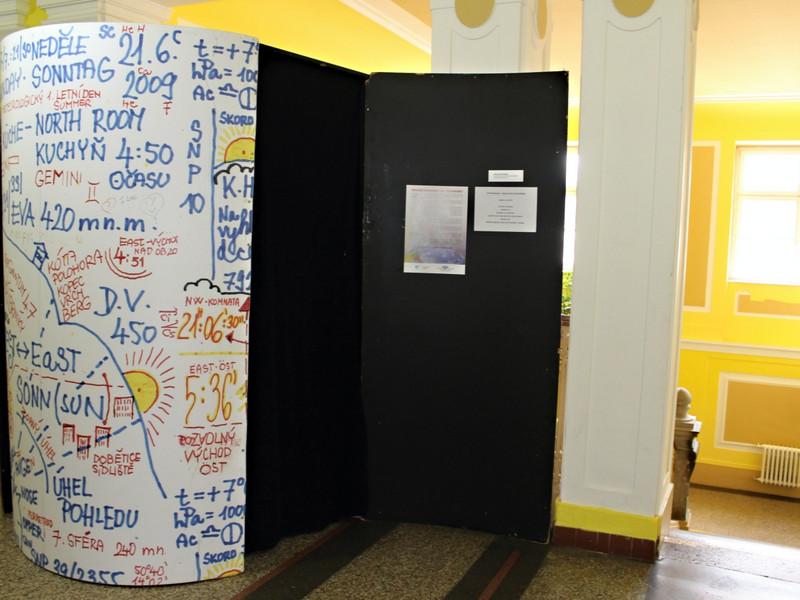 Psychobudka simulující svět schizofreniků putuje po Česku
