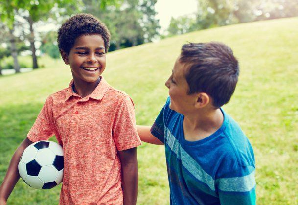 Dětská přátelství mají pozitivní vliv na fyzický stav v dospělosti