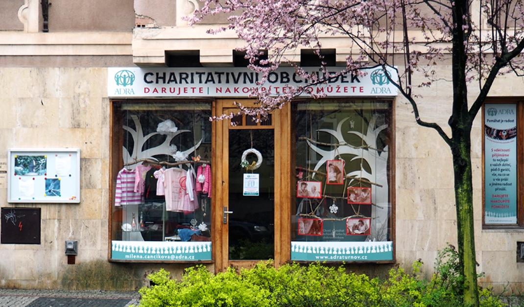 ADRA otevřela svůj první charitativní obchod v Čechách
