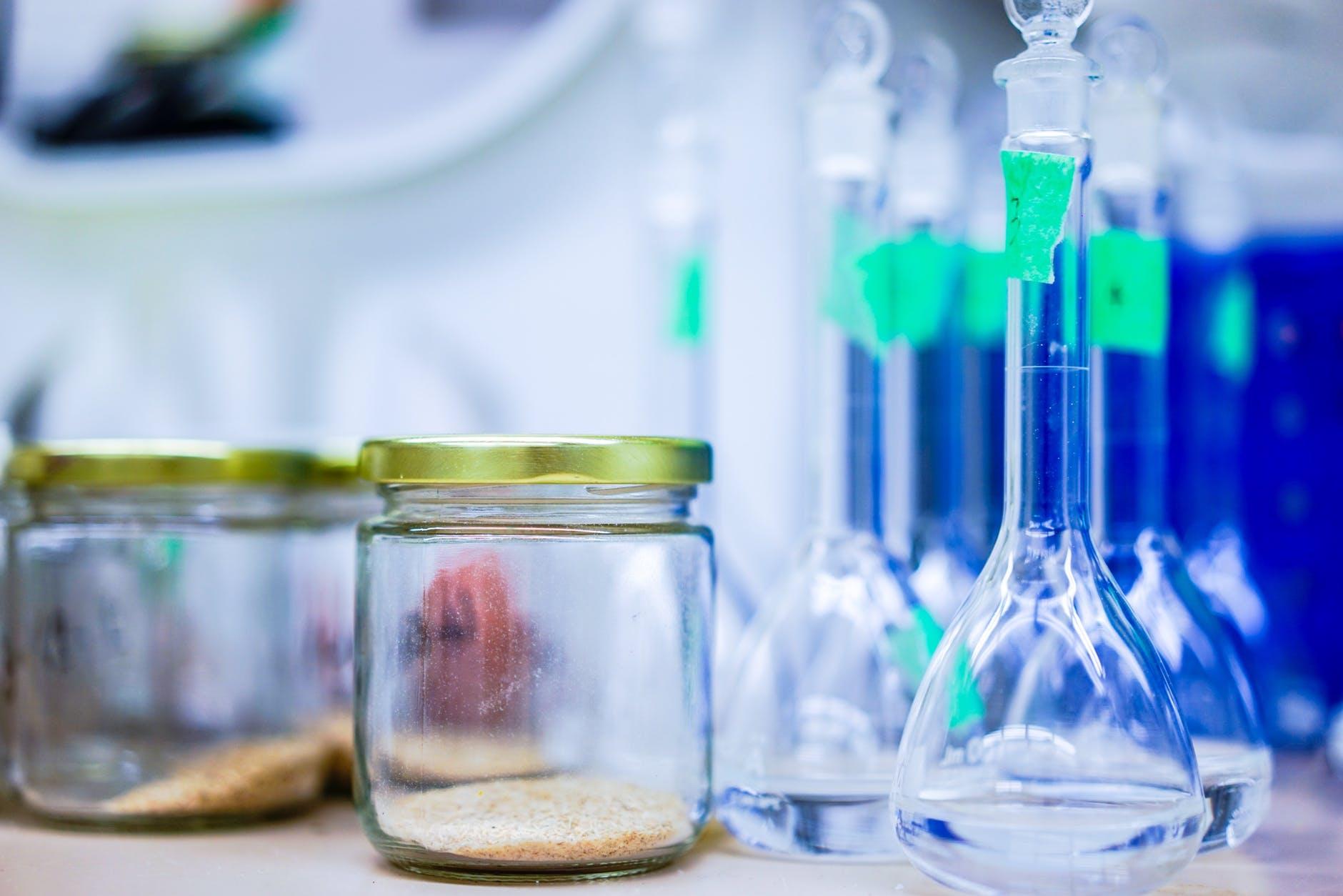 Mobilní chemická laboratoř vyrazí do škol