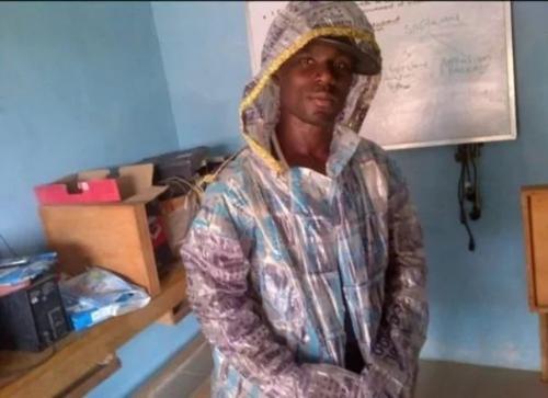 Z vyhozených sáčků vyrábí Nigerijec bundy a boty