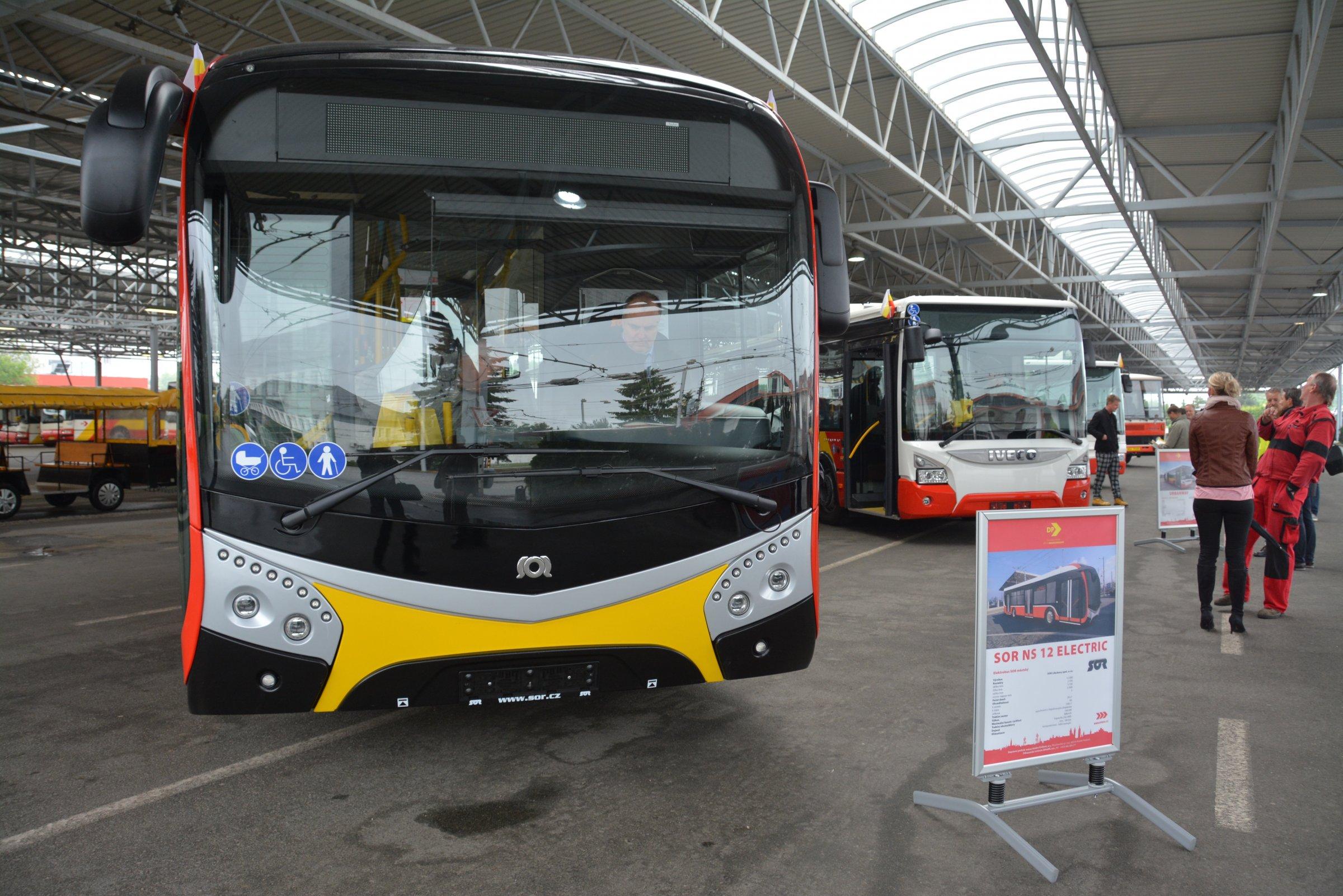 Cestující v Hradci Králové budou jezdit novými elektrobusy a trolejbusy