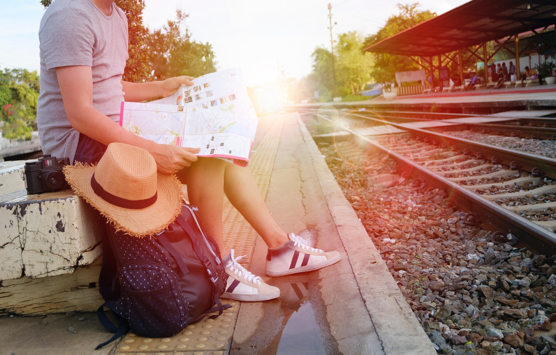 Osmnáctiletí můžou nově dostat jízdenku po EU zdarma