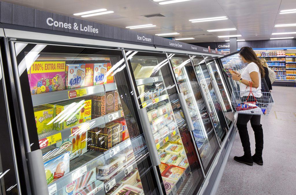 Britský supermarket nově označuje své bezplastové produkty