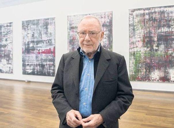 Německý umělec daroval osmnáct svých obrazů na pomoc bezdomovcům