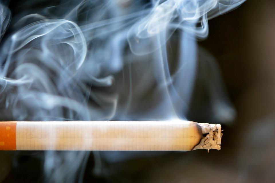 Počet kuřáků v Česku se snižuje