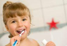 Děti a těhotné ženy budou mít od zubaře automaticky bílé plomby