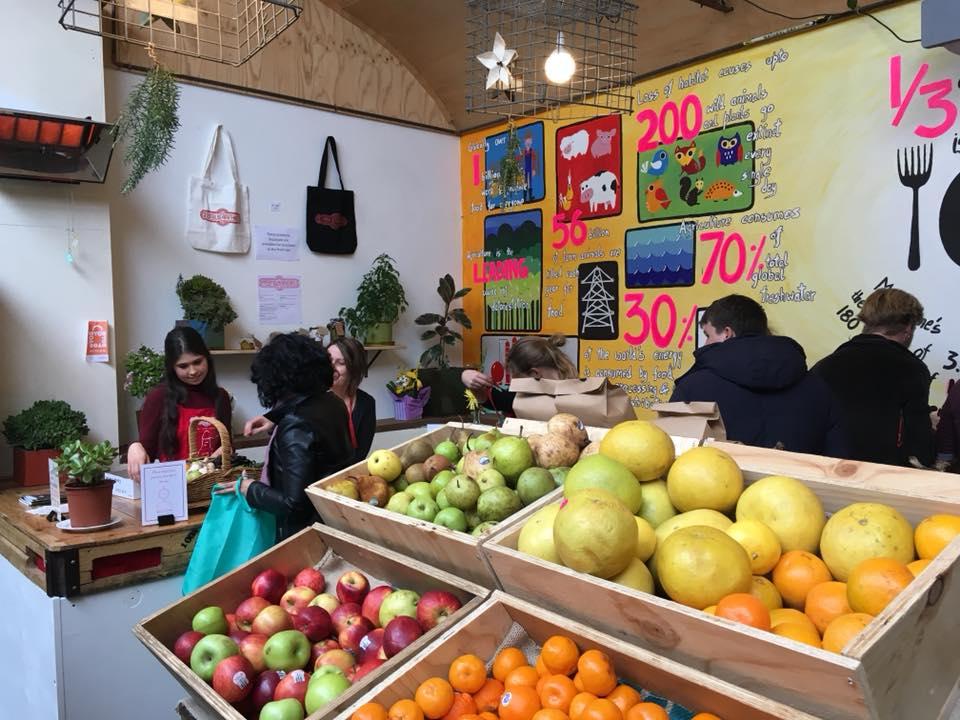 V melbournském obchodě platí lidé za nákup, kolik chtějí