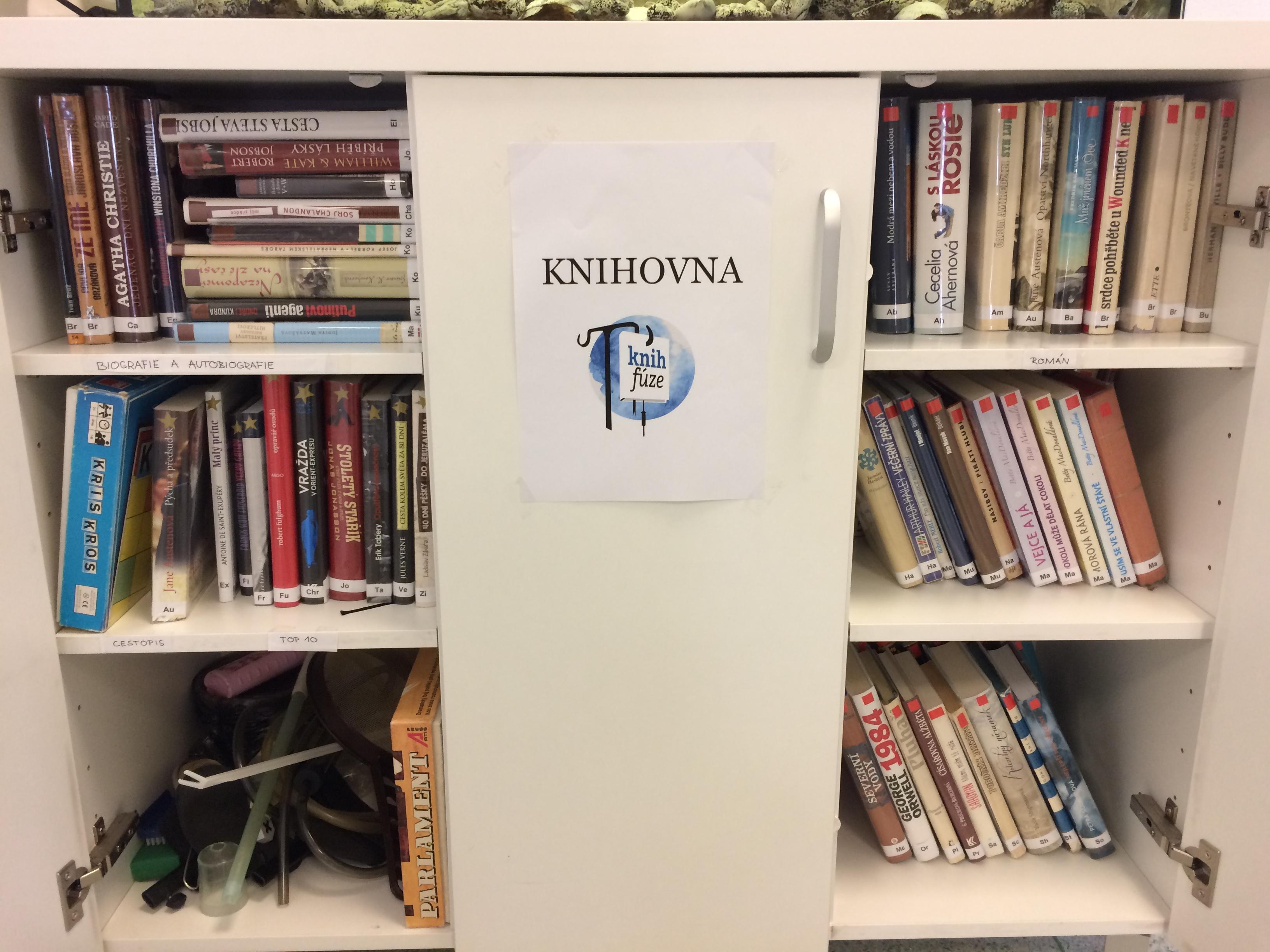 Studentky zřídily knihovnu pro pacienty brněnské Úrazové nemocnice