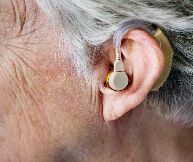 Skupina Čechů vytváří první cestovatelskou aplikaci pro neslyšící