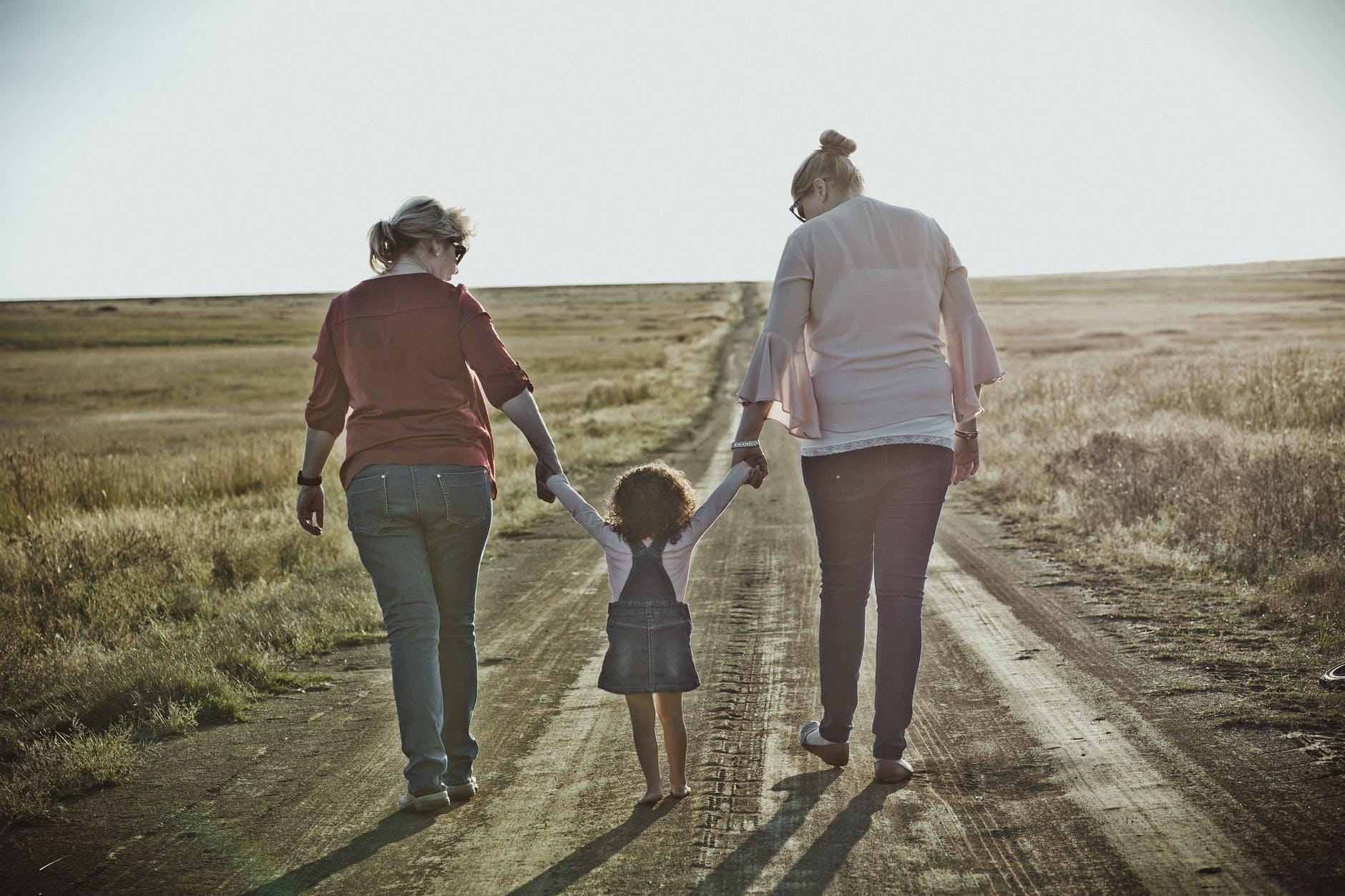 Studie prokázala, že výchova dvěma matkami nemá na psychiku dítěte negativní vliv