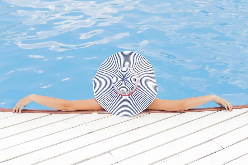 Francouzi mohou mít na chvíli vlastní bazén díky službě podobající se Airbnb