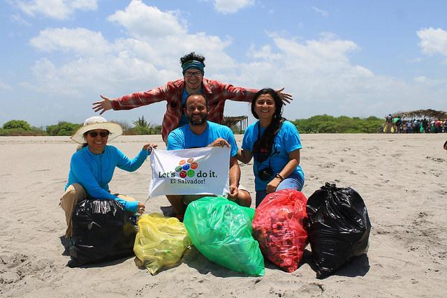 Dobrovolníci z celého světa uklidí příští víkend 150 zemí