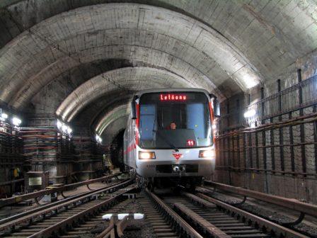 První stanice pražského metra pokrývá mobilní signál