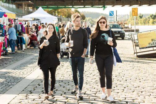 Farmářské trhy na pražské Náplavce nově nabízejí vratné kelímky