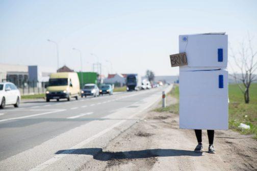 Veřejná lednice v Brně opět na scéně! Jejího provozu se ujalo divadlo
