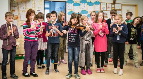 Světový den laskavosti šíří skrze děti dobro po celém Česku