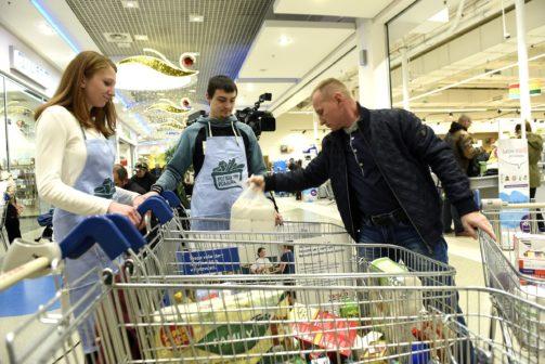 Češi v Národní potravinové sbírce darovali 321 tun jídla a drogerie