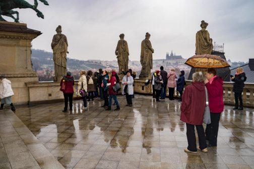 Desítky seniorů si užily předvánoční projížďku Prahou